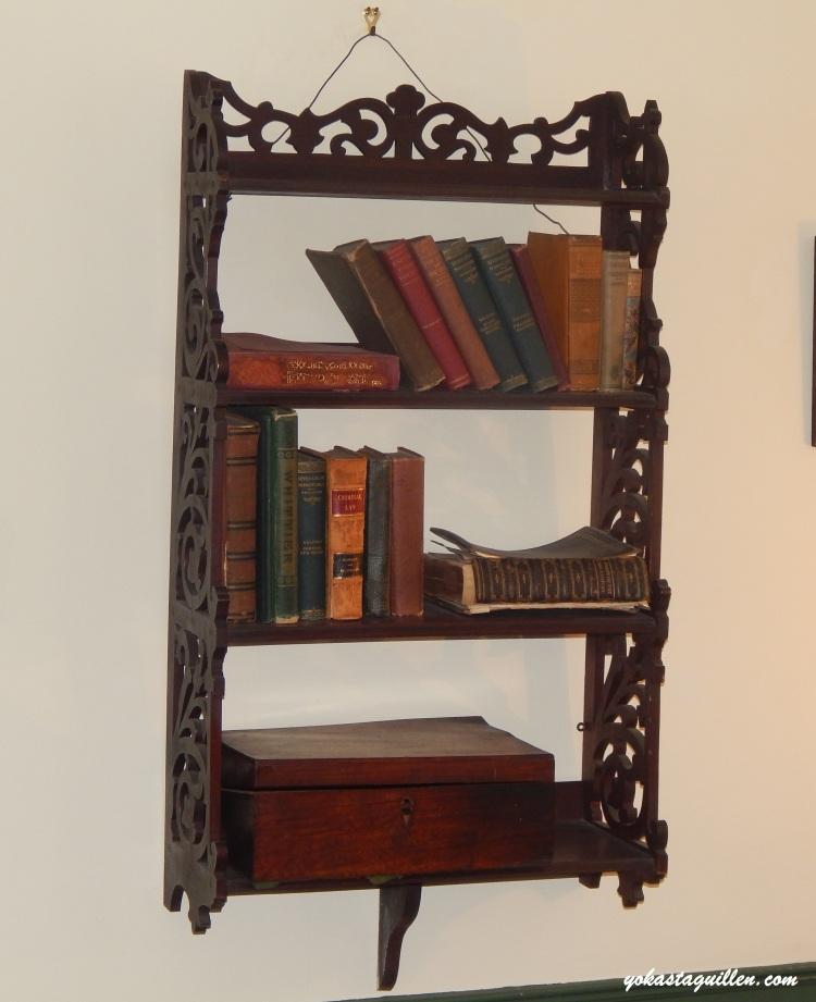 mobiliario cabaña Edgar Allan Poe
