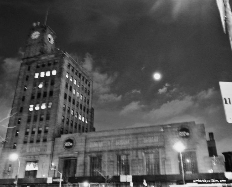 Luna sobre Apple Bank 2-15-14